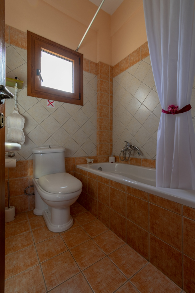 Bathroom with Large Bathtub, Villa Kirke